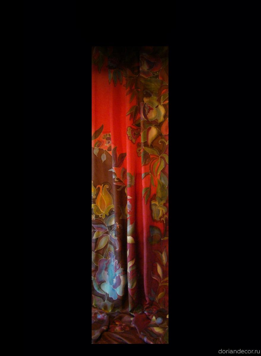 Ирина Агалакова - Фрагмент занавеса для кафе. Холодный батик, натуральный шёлк. Высота - 3 м.